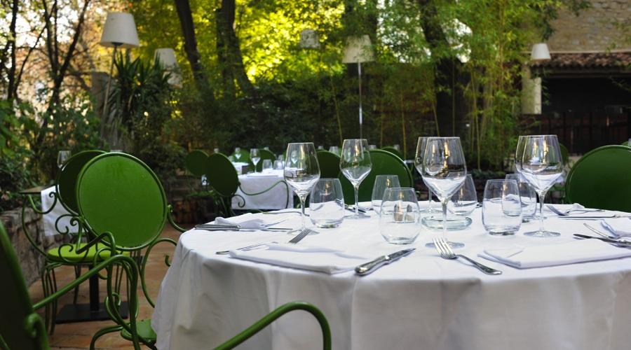 Restaurant le petit jardin l espace restaurant for Le petit jardin karaoke